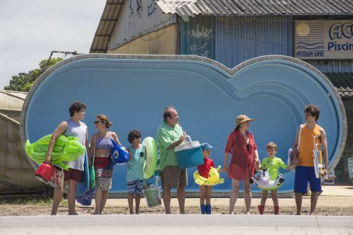 Manu Zapata_El cine (de estreno) fácil de leer_vivazapata.net_SIEMPRE JUNTOS (BENZINHO)_camino de la playa