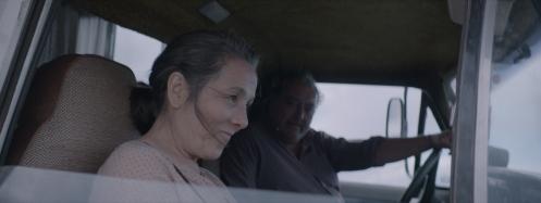 Manu Zapata_El cine (de estreno) fácil de leer_vivazapata.net_LA NOVIA DEL DESIERTO_Paulina García y Claudio Risi camión