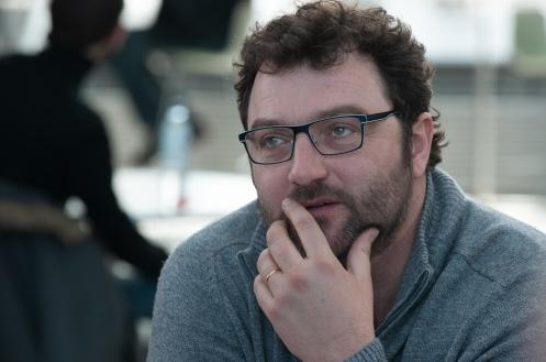 Manu Zapata_El cine (de estreno) fácil de leer_vivazapata.net_GRACIAS A DIOS_Dennis Menochet