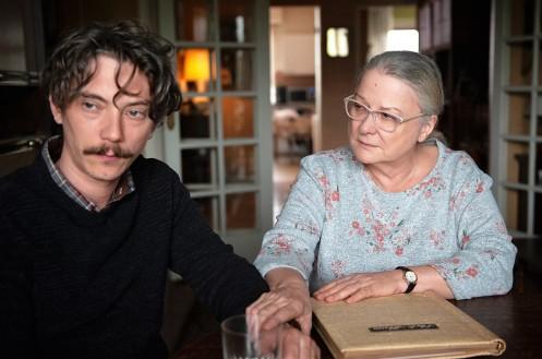 Manu Zapata_El cine (de estreno) fácil de leer_vivazapata.net_GRACIAS A DIOS_Swann Arlaud y Josiane Balasko