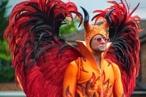 Manu Zapata_El cine (de estreno) fácil de leer_vivazapata.net_ROCKETMAN_Taron Egerton Demonio