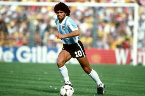 Manu Zapata_El cine (de estreno) fácil de leer_vivazapata.net_DIEGO MARADONA_Maradona con la selección