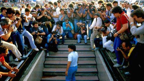 Manu Zapata_El cine (de estreno) fácil de leer_vivazapata.net_DIEGO MARADONA_Maradona presentado por el Nápoles