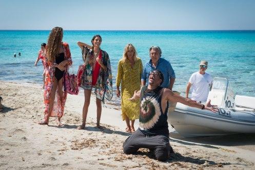 Manu Zapata_El cine (de estreno) fácil de leer_vivazapata.net_UN VERANO EN IBIZA_Joey Starr, Christian Clavier y Mathilde Seigneur