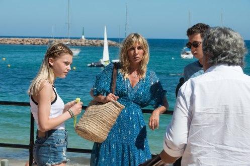 Manu Zapata_El cine (de estreno) fácil de leer_vivazapata.net_UN VERANO EN IBIZA_Pili Groyne, Leopold Buchbaum y Mathilde Seigner