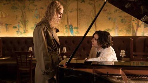 Elle Fanning y Timothée Chalamet piano_Manu Zapata_El cine (de estreno) fácil de leer_vivazapata.net_DÍA DE LLUVIA EN NUEVA YORK