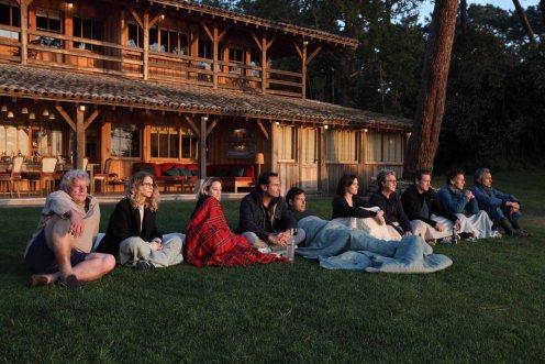 Todos mirando la puesta de sol_Manu Zapata_El cine (de estreno) fácil de leer_vivazapata.net_PEQUEÑAS MENTIRAS PARA ESTAR JUNTOS